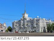 Купить «Дом под шпилем, один из символов Барнаула», фото № 23437215, снято 13 августа 2016 г. (c) Михаил Марковский / Фотобанк Лори