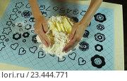Купить «Смешивание муки, яиц, воды и масла», видеоролик № 23444771, снято 25 июля 2016 г. (c) ActionStore / Фотобанк Лори