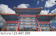 Традиционные антикварные китайские ворота в Beihai Park в Пекине, Китай (2016 год). Стоковое видео, видеограф Владимир Журавлев / Фотобанк Лори