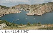 Купить «Балаклава - популярный курорт Крыма. Залив бывшая подводная база.», видеоролик № 23447547, снято 3 августа 2016 г. (c) Юлия Машкова / Фотобанк Лори