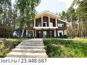 Новый большой коттедж  в лесу. Стоковое фото, фотограф Ксения Кузнецова / Фотобанк Лори