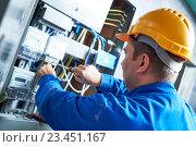 Купить «Electrician installing energy saving meter», фото № 23451167, снято 19 августа 2016 г. (c) Дмитрий Калиновский / Фотобанк Лори