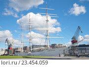 "Купить «TURKU, FINLAND - AUGUST 27, 2016: Vintage sailboat ""Finnish Swan"" Sunny summer day. Museum ""Forum Marinum""», фото № 23454059, снято 27 августа 2016 г. (c) Виктор Карасев / Фотобанк Лори"