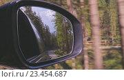 Купить «Путешествие на автомобиле. Движение. Автомобиль на дороге», видеоролик № 23454687, снято 1 сентября 2016 г. (c) Инга Ерамасова / Фотобанк Лори