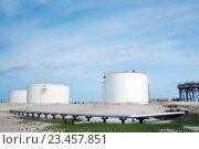 Купить «Резервуар для масла. Газовая скважина», фото № 23457851, снято 22 мая 2011 г. (c) Георгий Shpade / Фотобанк Лори