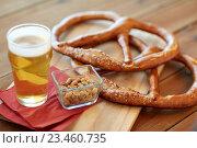 Купить «close up of beer, pretzels and peanuts on table», фото № 23460735, снято 22 июля 2016 г. (c) Syda Productions / Фотобанк Лори