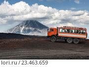 Купить «Камчатка, автомобиль КамАЗ на горной дороге на фоне вулкана», фото № 23463659, снято 24 июня 2016 г. (c) А. А. Пирагис / Фотобанк Лори