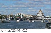 Вид на Крымский мост и храм Христа Спасителя. Москва (2016 год). Редакционное фото, фотограф Юлия Б / Фотобанк Лори