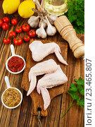 Купить «Куриные крылышки», фото № 23465807, снято 4 сентября 2016 г. (c) Надежда Мишкова / Фотобанк Лори