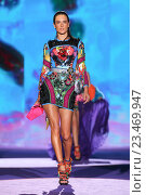 MILAN, ITALY - SEPTEMBER 26: Alessandra Ambrosio walks the runway during the DSquared2 fashion show as part of Milan Fashion Week Spring/Summer 2016 on September 26, 2015 in Milan, Italy. Редакционное фото, фотограф Anton Oparin / Фотобанк Лори