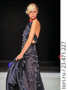 Купить «MILAN, ITALY - SEPTEMBER 28: A model walks the runway during the Giorgio Armani fashion show as part of Milan Fashion Week Spring/Summer 2016 on September 28, 2015 in Milan, Italy.», фото № 23471227, снято 28 сентября 2015 г. (c) Anton Oparin / Фотобанк Лори