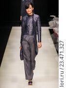Купить «MILAN, ITALY - SEPTEMBER 28: A model walks the runway during the Giorgio Armani fashion show as part of Milan Fashion Week Spring/Summer 2016 on September 28, 2015 in Milan, Italy.», фото № 23471327, снято 28 сентября 2015 г. (c) Anton Oparin / Фотобанк Лори