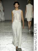 Купить «MILAN, ITALY - SEPTEMBER 27: A model walks the runway during the Hui Zhou fashion show as a part of Milan Fashion Week Spring/Summer 2016 on September 27, 2015 in Milan, Italy.», фото № 23472111, снято 27 сентября 2015 г. (c) Anton Oparin / Фотобанк Лори