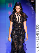 PARIS, FRANCE - OCTOBER 03: Kendall Jenner walks the runway during the Elie Saab show as part of the Paris Fashion Week Womenswear Spring/Summer 2016 on October 3, 2015 in Paris, France. Редакционное фото, фотограф Anton Oparin / Фотобанк Лори
