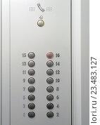 Металлическая панель управления лифтом с круглыми кнопками с номерами этажей. Стоковое фото, фотограф Игорь Травкин / Фотобанк Лори