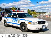 Купить «Ford Crown Victoria Police Interceptor», фото № 23494339, снято 1 сентября 2016 г. (c) Art Konovalov / Фотобанк Лори