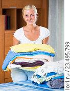 Купить «Cheerful young woman with linen», фото № 23495799, снято 21 января 2020 г. (c) Яков Филимонов / Фотобанк Лори