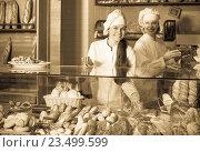 Smiling women selling fresh pastry and loaves. Стоковое фото, фотограф Яков Филимонов / Фотобанк Лори