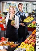 Купить «sellers posing with fruits», фото № 23499667, снято 5 июля 2020 г. (c) Яков Филимонов / Фотобанк Лори