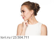 Купить «smiling woman in white dress with pearl jewelry», фото № 23504711, снято 14 апреля 2016 г. (c) Syda Productions / Фотобанк Лори