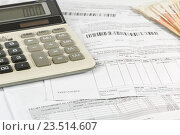 Купить «Калькулятор и квитанции услуг ЖКХ для расчета суммы», фото № 23514607, снято 31 мая 2016 г. (c) Юрий Шурчков / Фотобанк Лори