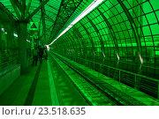 Купить «Пассажирская платформа станции «Деловой центр» Московского центрального кольца (МЦК)», эксклюзивное фото № 23518635, снято 12 сентября 2016 г. (c) lana1501 / Фотобанк Лори
