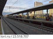 Купить «Пассажирские платформы станции «Измайлово» Московского центрального кольца (МЦК)», эксклюзивное фото № 23518707, снято 10 сентября 2016 г. (c) lana1501 / Фотобанк Лори