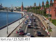 Ремонтные работы на Кремлевской набережной в Москве (2016 год). Редакционное фото, фотограф Малахов Алексей / Фотобанк Лори