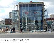 Купить «Строительство наземного вестибюля станции «Измайлово» Московского центрального кольца (МЦК)», эксклюзивное фото № 23520771, снято 13 сентября 2016 г. (c) lana1501 / Фотобанк Лори