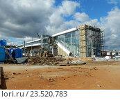 Купить «Строительство наземного вестибюля станции «Измайлово» Московского центрального кольца (МЦК)», эксклюзивное фото № 23520783, снято 13 сентября 2016 г. (c) lana1501 / Фотобанк Лори