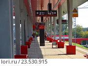 Купить «Пассажирская платформа станции «Ботанический сад» Московского центрального кольца (МЦК)», эксклюзивное фото № 23530915, снято 12 сентября 2016 г. (c) lana1501 / Фотобанк Лори