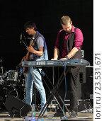 Купить «Музыканты на сцене», фото № 23531671, снято 12 августа 2016 г. (c) Герман Сивов / Фотобанк Лори