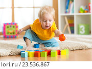 Купить «child toddler playing wooden toys at home», фото № 23536867, снято 26 декабря 2014 г. (c) Оксана Кузьмина / Фотобанк Лори