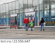 Купить «Наземный вестибюль станции «Локомотив» Московского центрального кольца (МЦК)», эксклюзивное фото № 23556647, снято 16 сентября 2016 г. (c) lana1501 / Фотобанк Лори