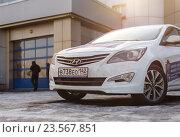 Купить «Автомобиль Hyundai Solaris (Accent, Verna)», фото № 23567851, снято 22 марта 2016 г. (c) Konstantinp / Фотобанк Лори