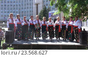 Купить «Выступление национального Украинского хора», видеоролик № 23568627, снято 11 сентября 2016 г. (c) Потийко Сергей / Фотобанк Лори