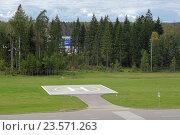 Купить «Пустая вертолетная площадка», фото № 23571263, снято 10 сентября 2016 г. (c) Игорь Долгов / Фотобанк Лори