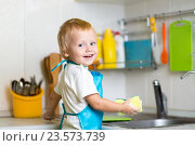 Купить «Little boy helping mother washing dishes in the kitchen», фото № 23573739, снято 13 октября 2015 г. (c) Оксана Кузьмина / Фотобанк Лори