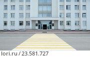 Купить «Здание Правительства Республики Башкортостан в Уфе», видеоролик № 23581727, снято 30 июня 2016 г. (c) Mikhail Erguine / Фотобанк Лори