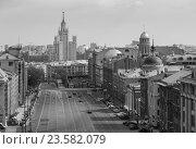 Купить «Вид на Москву с обзорной площадки магазина Детский Мир», фото № 23582079, снято 1 мая 2016 г. (c) Олег Жуков / Фотобанк Лори