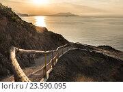 Вид на рассветное море и тропу голицына в новом свете (2016 год). Стоковое фото, фотограф Горбачев Матвей Владимирович / Фотобанк Лори