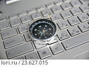 Купить «Компас на клавиатуре», фото № 23627015, снято 17 октября 2015 г. (c) Сергей Дрозд / Фотобанк Лори