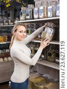 Купить «Woman with dried herbs in organic store», фото № 23627119, снято 19 сентября 2018 г. (c) Яков Филимонов / Фотобанк Лори