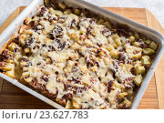 Купить «casserole with mince and courgettes», фото № 23627783, снято 1 августа 2016 г. (c) Володина Ольга / Фотобанк Лори