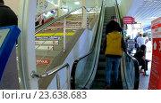 Купить «Посещение Митинского радиорынка», эксклюзивный видеоролик № 23638683, снято 13 июля 2020 г. (c) Виктор Тараканов / Фотобанк Лори
