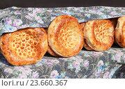 Купить «Традиционная узбекская лепешка, испеченная в тандыре», фото № 23660367, снято 22 марта 2019 г. (c) FotograFF / Фотобанк Лори