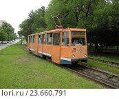 Купить «Трамвай 71-605 №354 на Амурском бульваре в Хабаровске», фото № 23660791, снято 11 июня 2014 г. (c) Дмитрий Гаврилюк / Фотобанк Лори