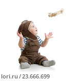 Купить «child boy playing with wooden plane», фото № 23666699, снято 25 апреля 2014 г. (c) Оксана Кузьмина / Фотобанк Лори