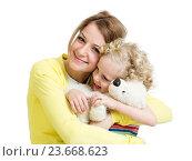 Купить «mother playing with her kid girl and plush toy», фото № 23668623, снято 24 января 2014 г. (c) Оксана Кузьмина / Фотобанк Лори