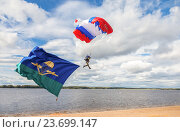 Купить «Single military parachute jumper on a wing parachute execute a controlled descent by parachute hung with airborne flag», фото № 23699147, снято 11 сентября 2016 г. (c) FotograFF / Фотобанк Лори